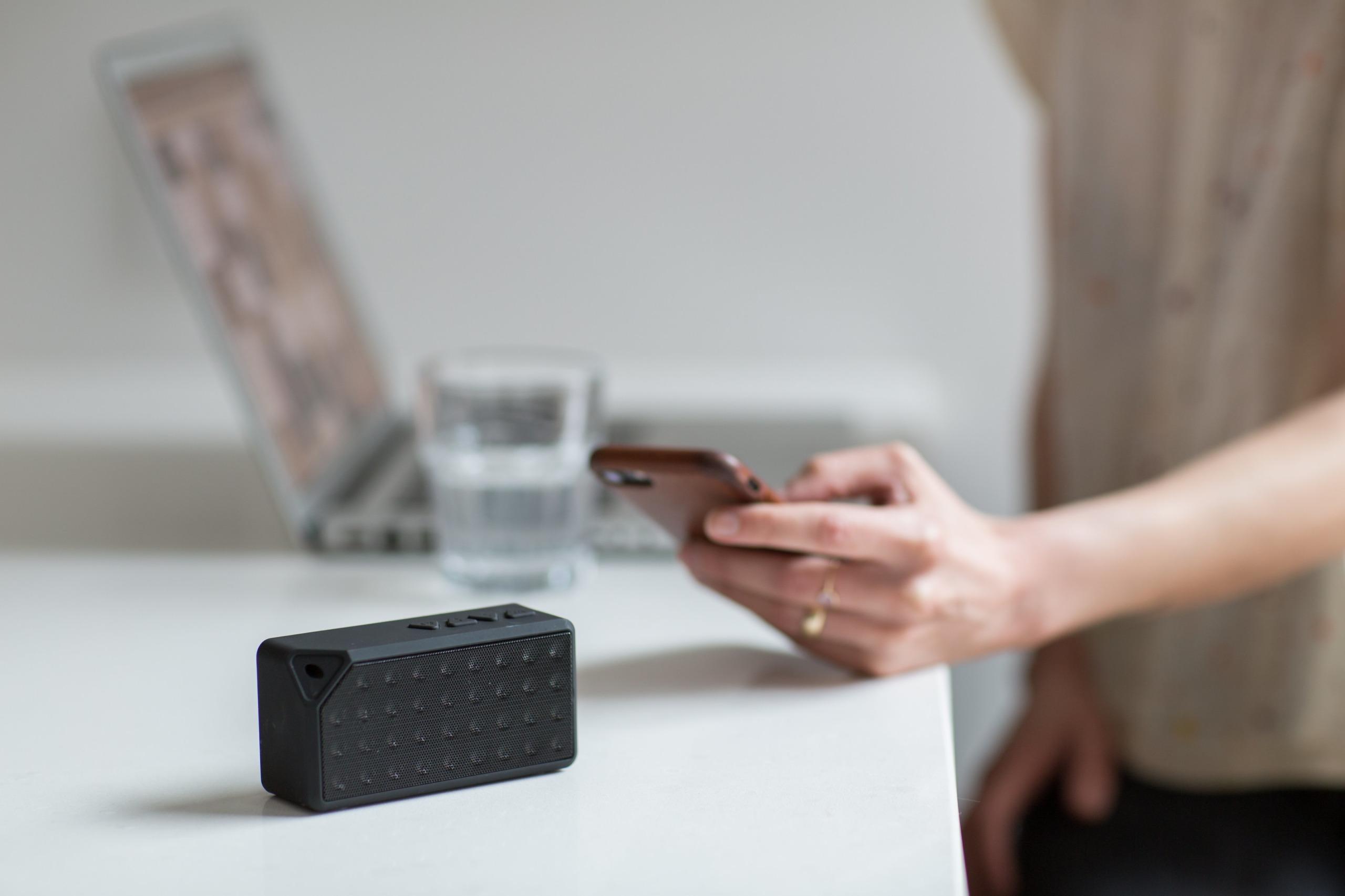 wireless-speaker-for-office